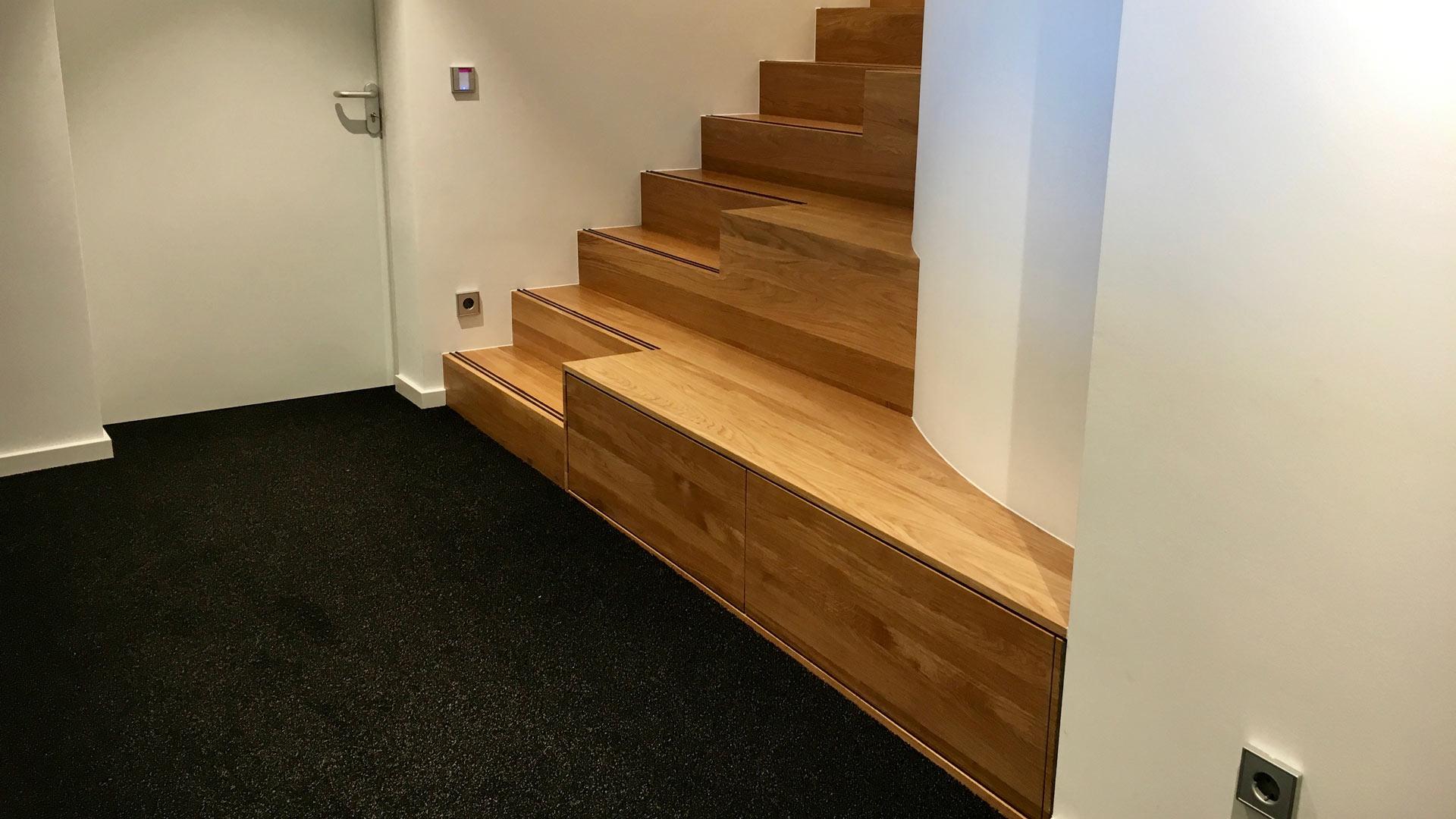 Treppe Rund Eiche Podest Stufen Neubau Sanierung Massiv Tischler Hannover