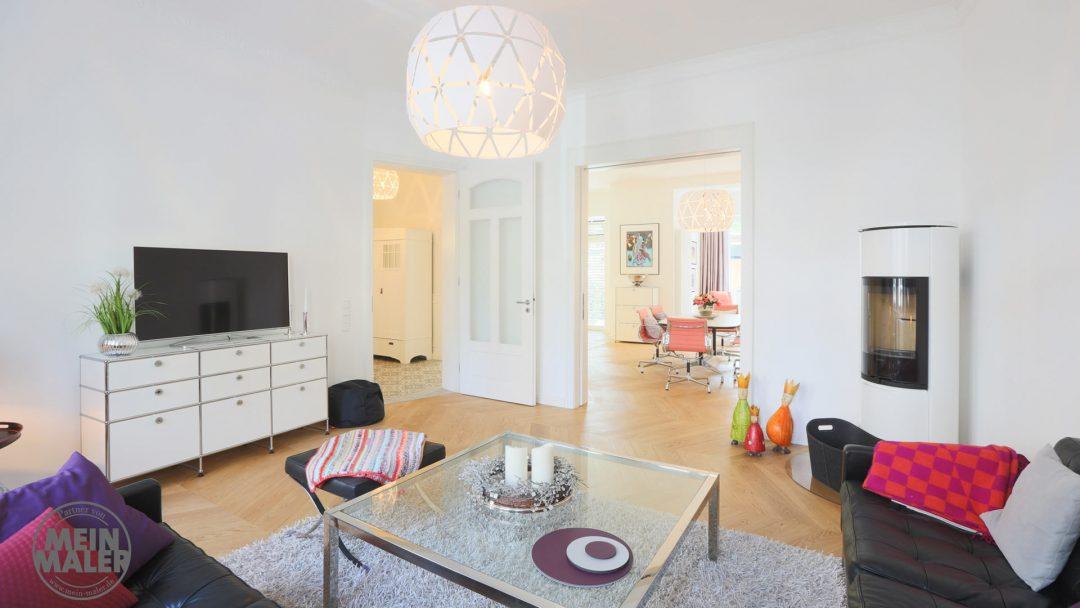 Stadthaus hochwertige Malerarbeiten Hannover glatte Decken Waende stilvoll Weiss Beige Smooth Wohnzimmer MeinMaler Lieblingsmaler